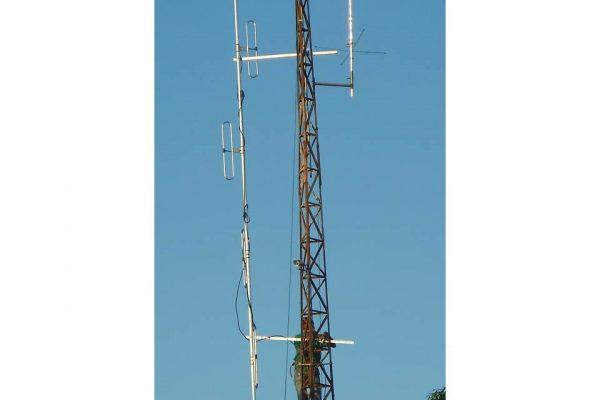 Antena colinear repetidora