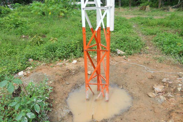 Torre em montagem detalhe do solo