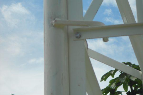 torre em montagem detalhe do guincho na montagem